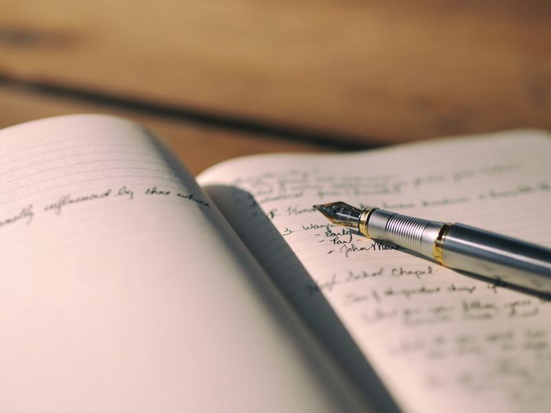 buku catatan berisi daftar cara membuat puisi