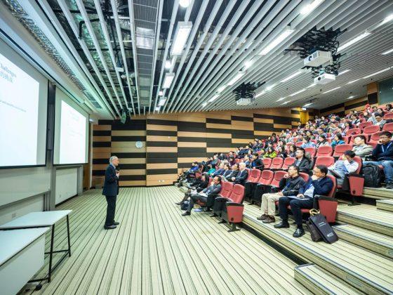ceramah atau public speaking di suatu universitas