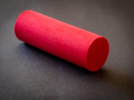 menghitung rumus volume tabung dengan kapur berwarna merah