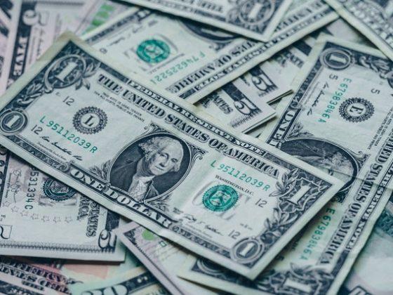uang / ekonomi hasil hubungan internasional