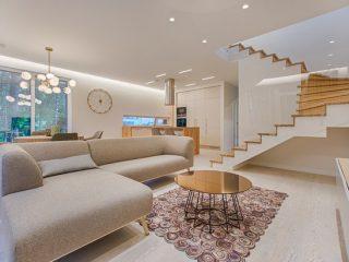 ruangan di tata dengan desain interior