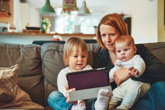 anak dan orang tua yang siap menyambut tahun ajaran baru